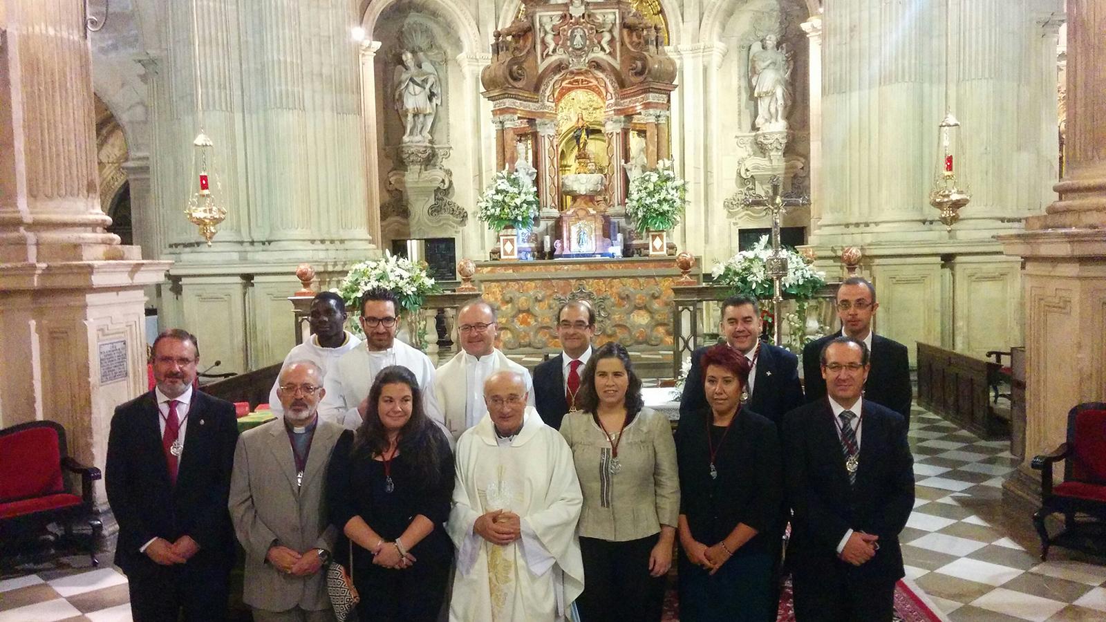 Fray Francisco recibió la medalla de la Federación de Hermandades y Cofradías